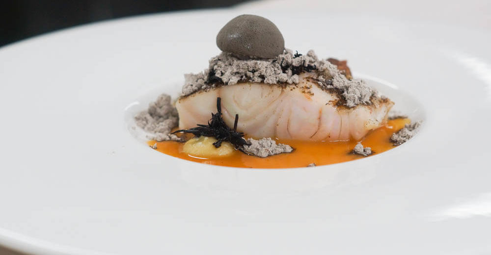 Zweiter Gang - Sang-Hoon Degeimbre - Pikeperch under Ashes, eggplant, licorice, sea weed