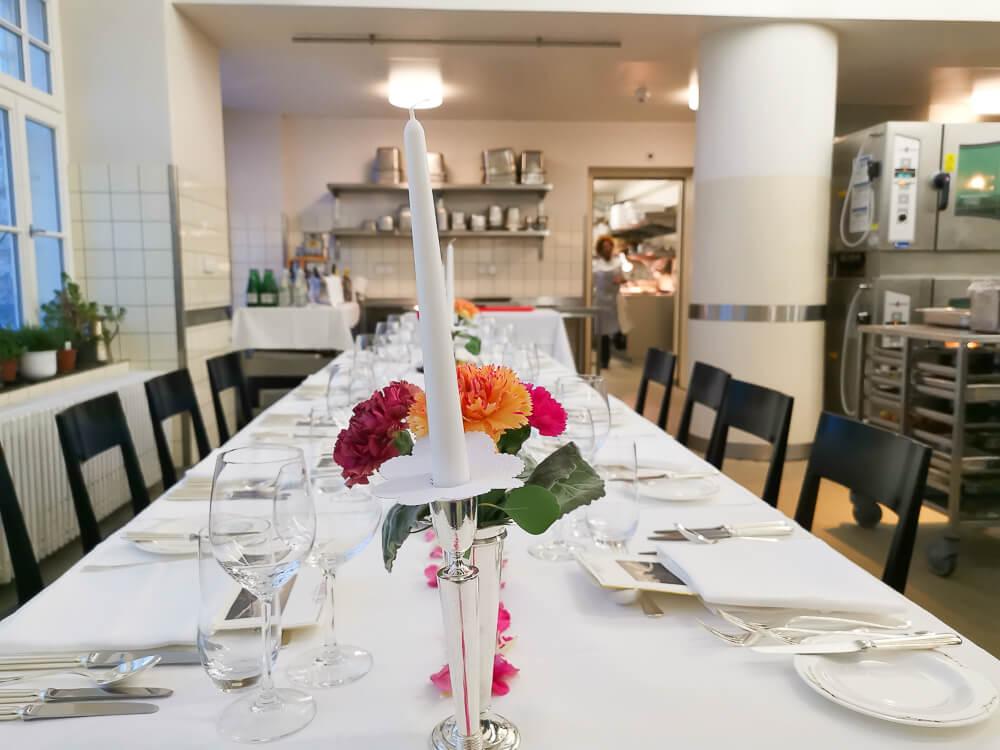 Waldhaus Sils Chefs Table - Der Tisch in der Küche