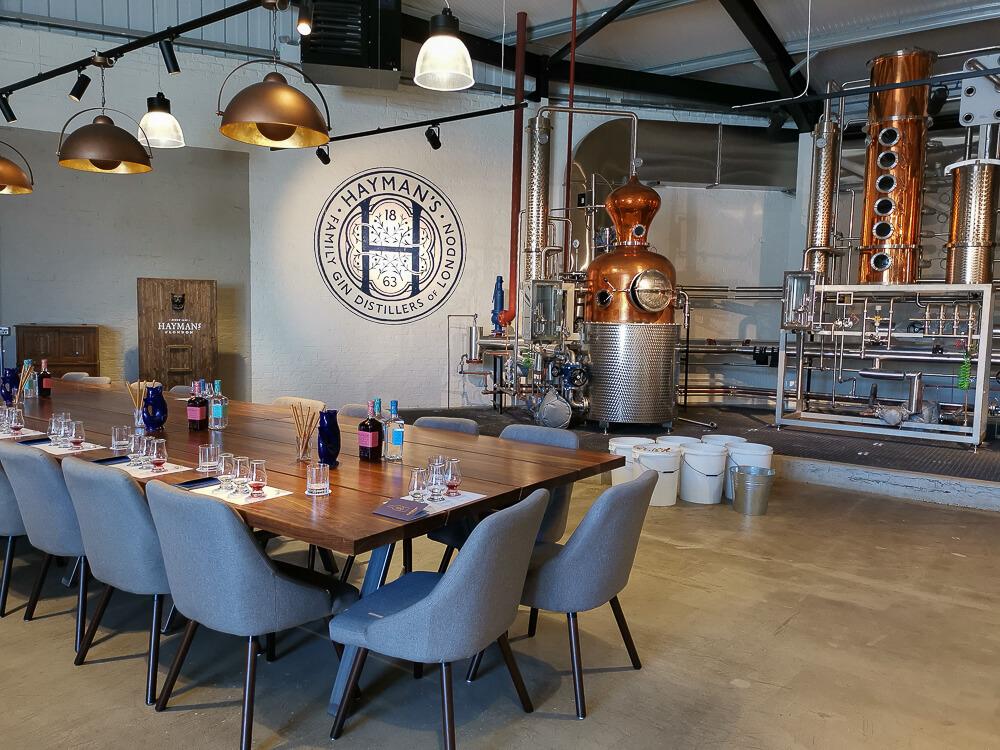 Haymans Gin - Brennerei und Tasting Tisch