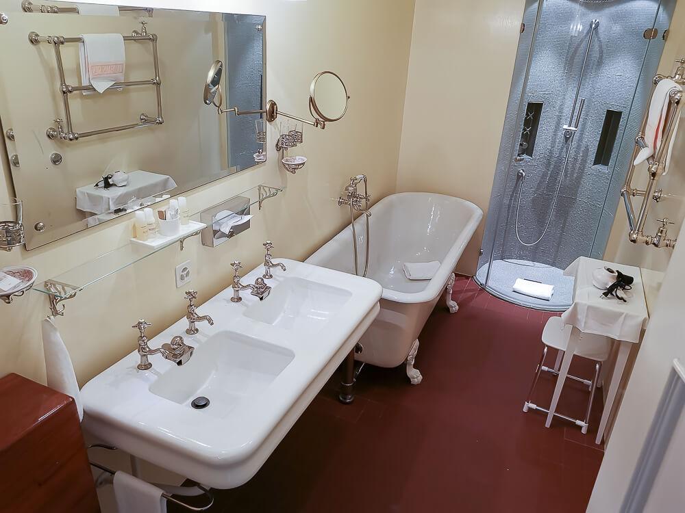 Hotel Waldhaus Sils - Mein Zimmer 2 Badezimmer