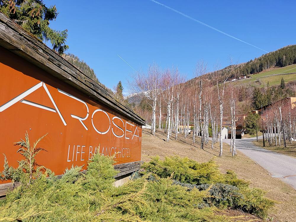 Arosea Life Balance Hotel -Einfahrt zum Hotel 1