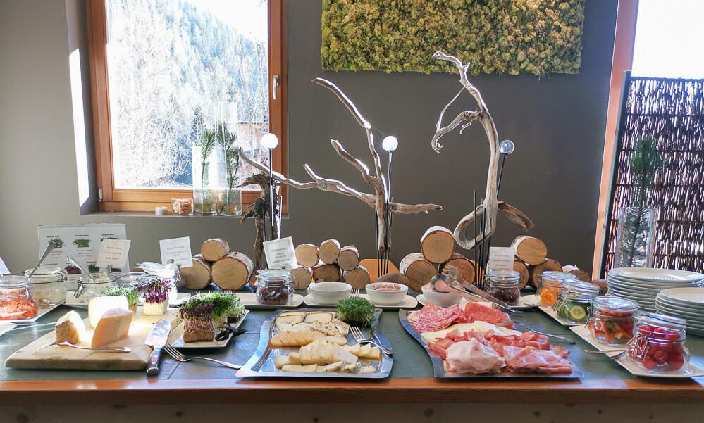 Arosea Life Balance Hotel - Teil des Buffet am Morgen