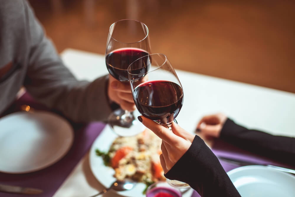 Wein beim Date ist wichtig