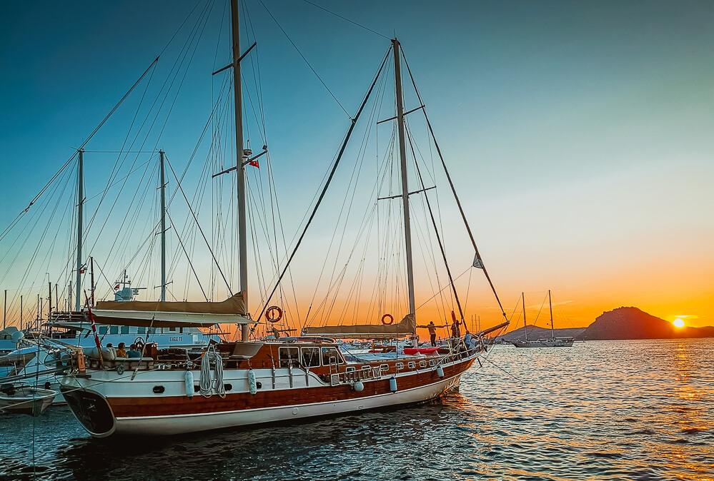 SCIC Sailing - Die Nemesis beim Sonnenuntergang