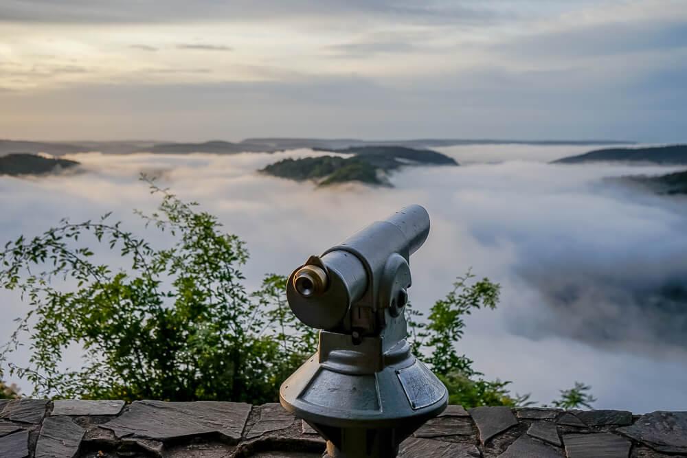 Die Saarschleife im magischen Morgenlicht mit nebel