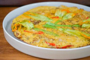 Omelette mit Zucchiniblüten und Fette Henne
