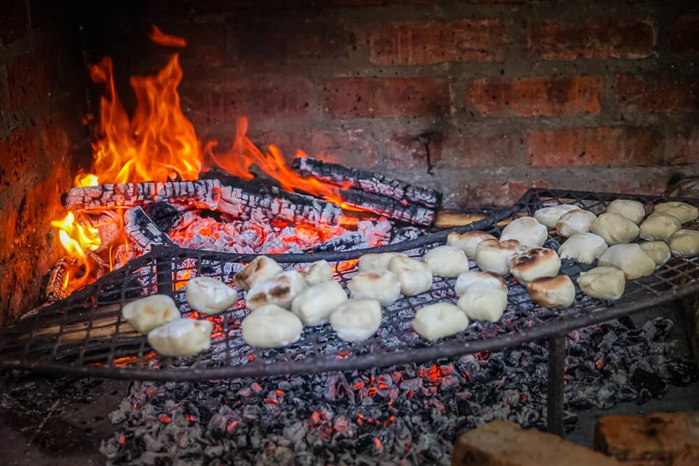 Braai - typisch Südafrika hier werden Brötchen gebacken
