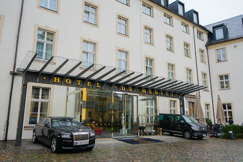 Derag Livinghotel De Medici - Eingang zum Hotel