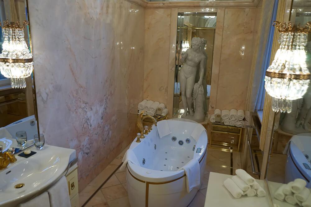 Derag Livinghotel De Medici - Fürstensuite Badezimmer