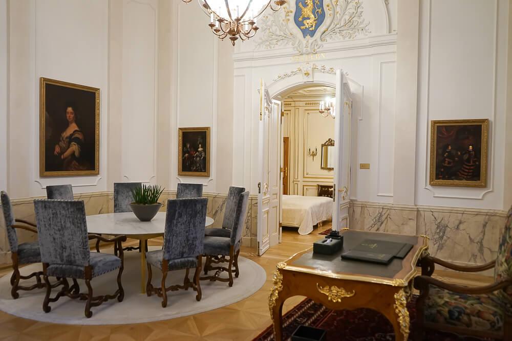 Derag Livinghotel De Medici - Fürstensuite Wohnzimmer