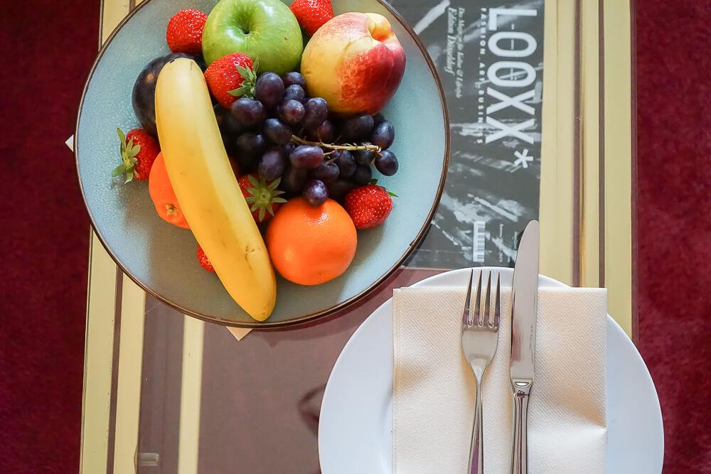 Derag Livinghotel De Medici - Fruchtteller im Zimmer