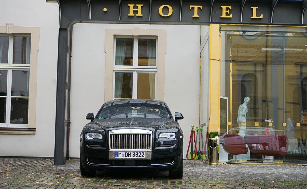 Derag Livinghotel De Medici - luxuriöser Fahrservice