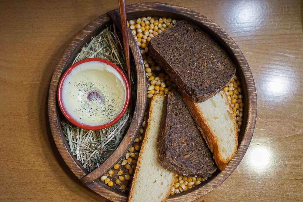 Po tihomu Gastrobar, Sochi - Brot und Butter