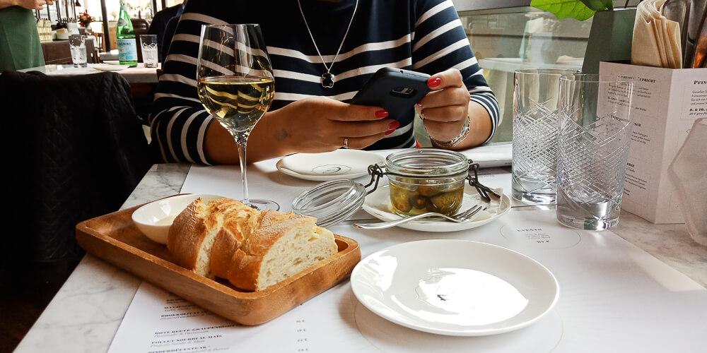 Colette by Tim Raue - Brot Butter Gurken