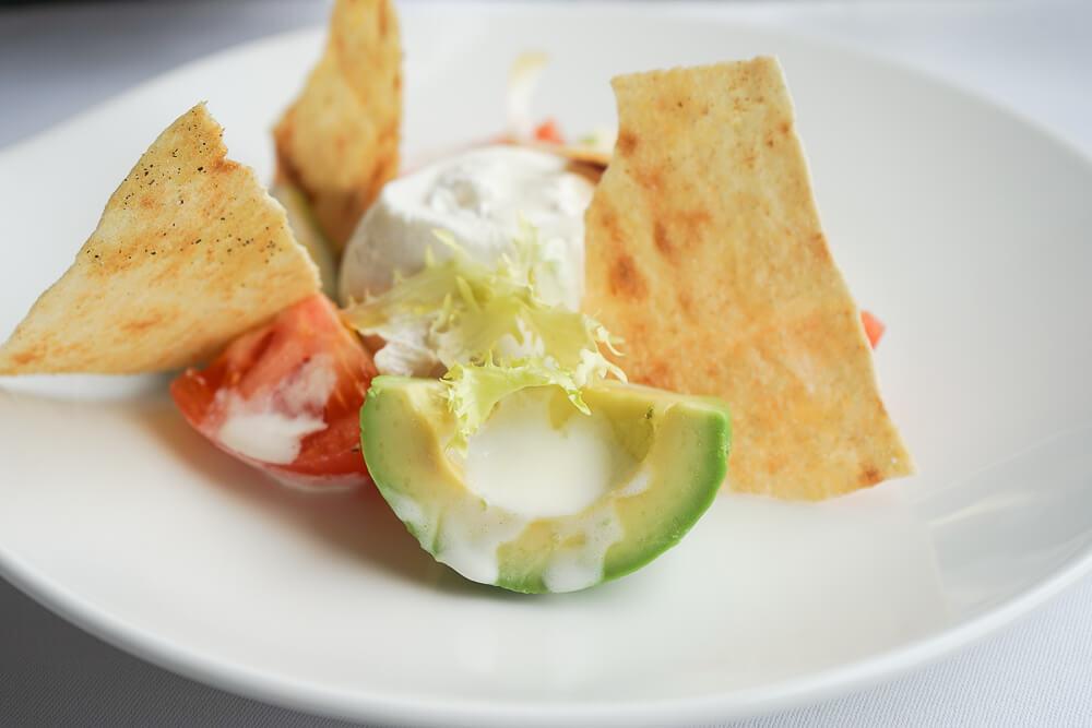 Carlton Hotel St. Moritz - Sonnenterrasse Lunch - Burrata Salat Avocado, Tomate, Knuspriges sardisches Brot 2