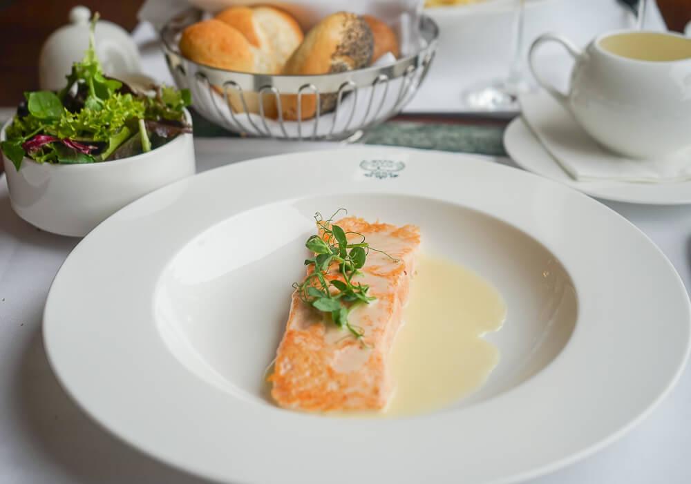 Confierter Lachs mit gemischtem Salat 2