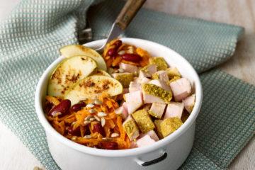Karotten-Apfel-Salat mit Miso-Apfel-Senf-Dressing