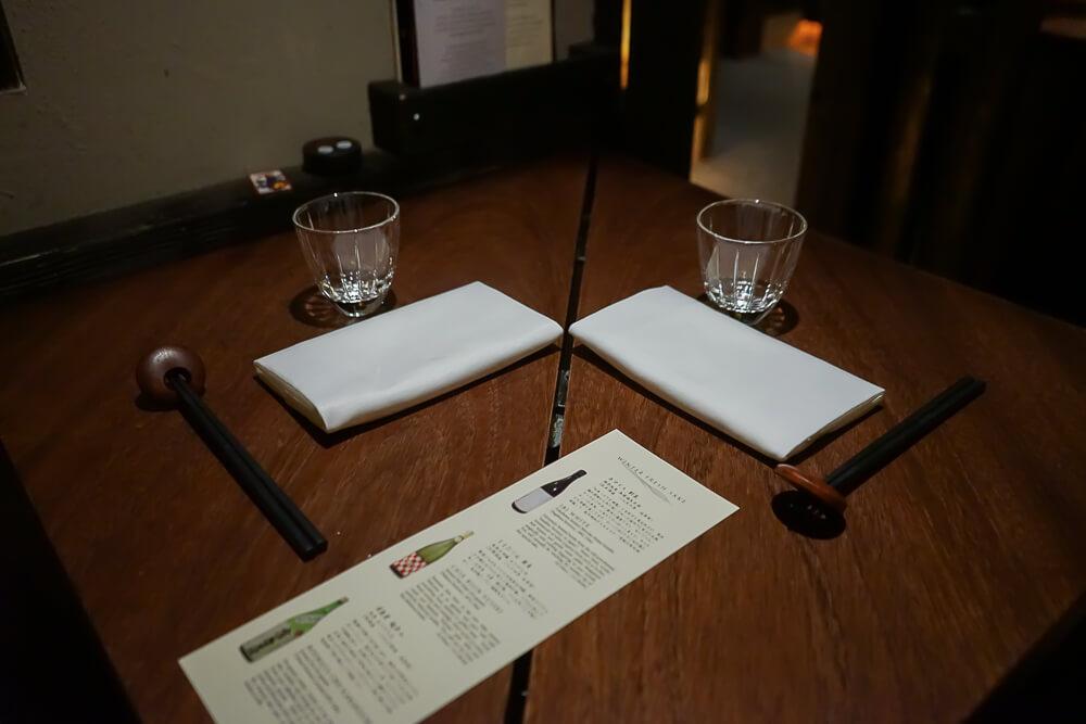 Zenkichi Restaurant Berlin - Gedeck und Sake Empfehlung
