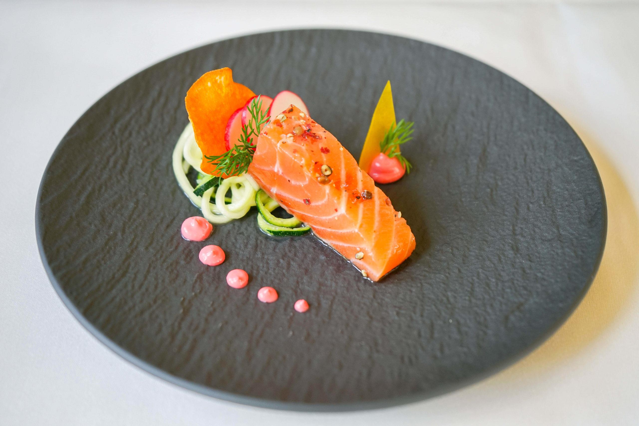 Restaurant Holzapfel - Amuse, Lachs und Salat