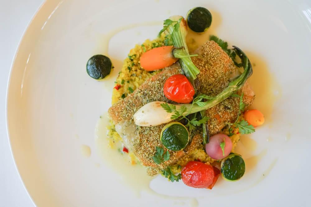 Restaurant Holzapfel - Lachs in Kruste mit Gemüse