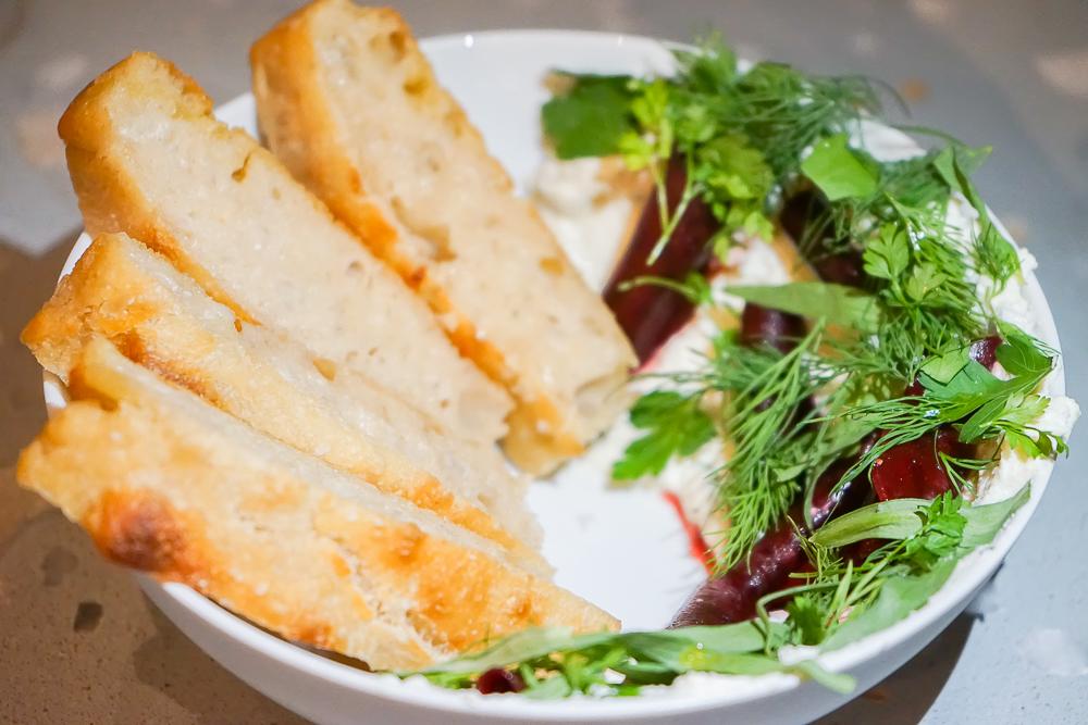 Estelle Dining Berlin - Focaccia und karamellisierte Zwiebelbutter
