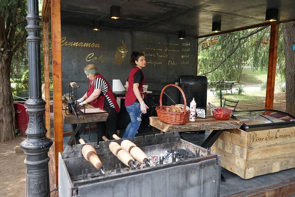 New Wine Festival in Tbilisi - Stände mit bestem Essen