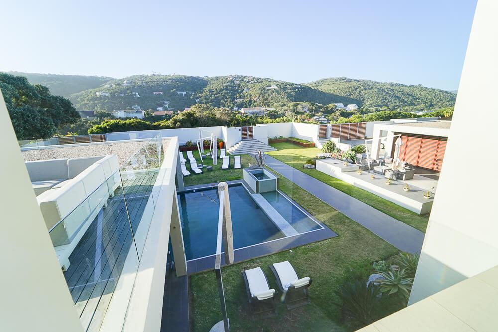 Oceans Wilderness Villa - Blick vom zweiten Stock zum Pool