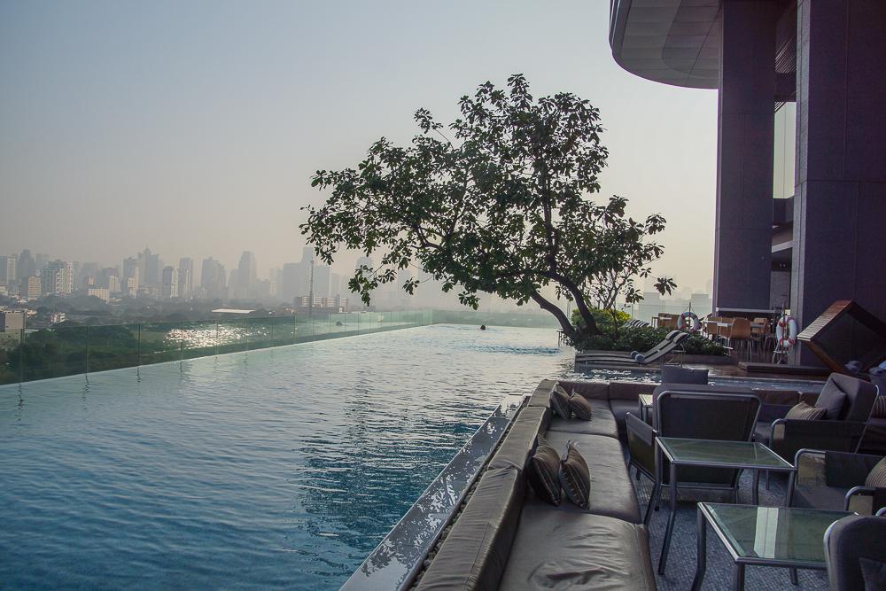 SO Sofitel Bangkok - Die Stadt erwacht, Blick vom Infinity Pool