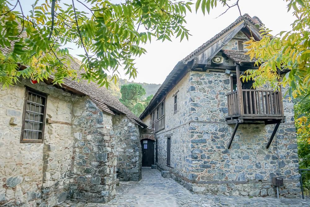 Agios-Ioannis-Lampadistis-Klosters
