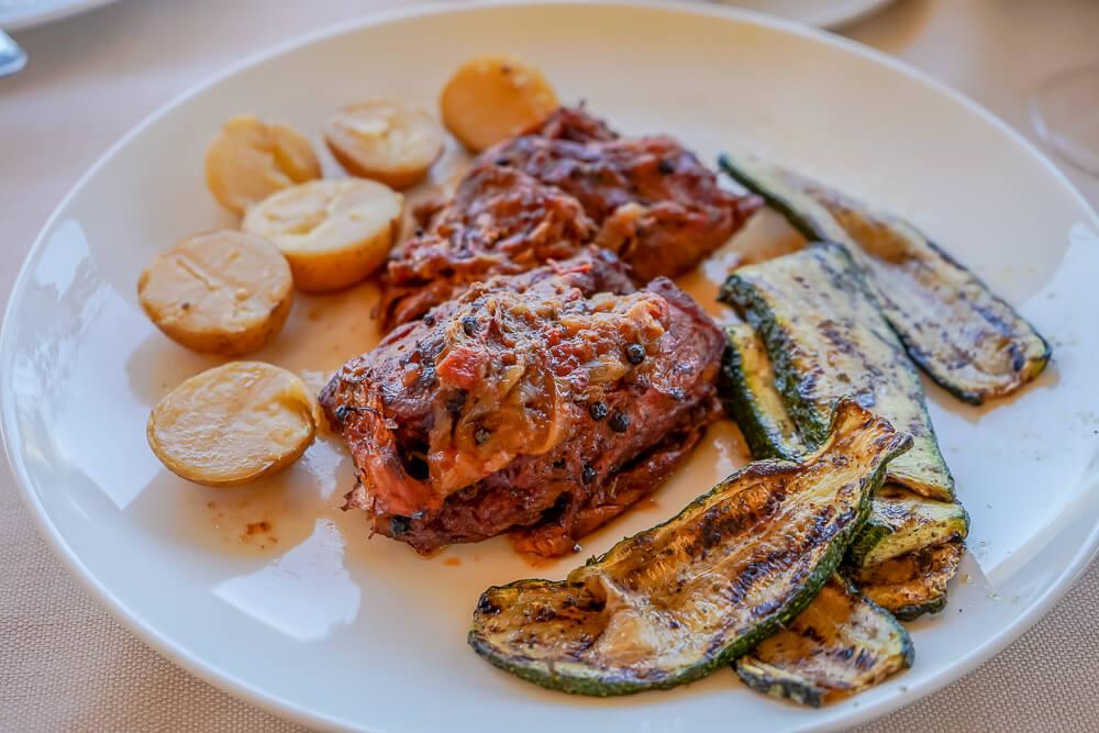 Casale Panayiotis, Zypern -Kaninchen, Kartoffeln, Zucchini
