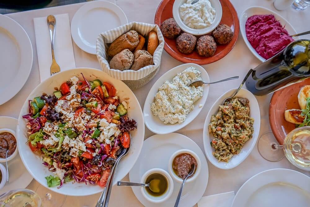Casale Panayiotis, Zypern -ein gedeckter Tisch
