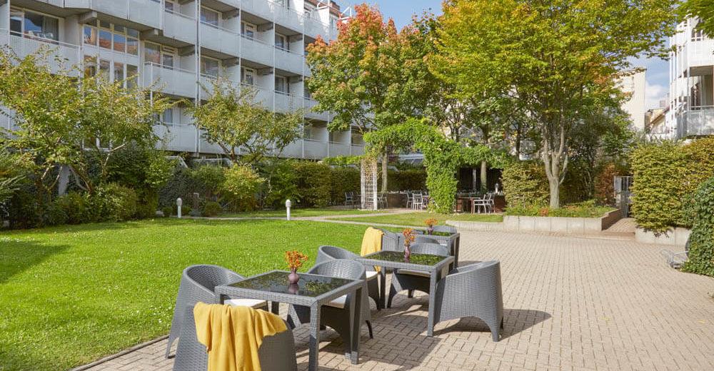 Living Hotel_Nürnberg_Innenhof Garten Laube_14-007_©Living Hotels