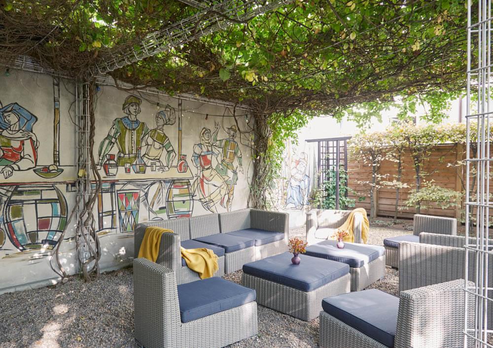 Living Hotel_Nürnberg_Innenhof Garten Laube_14-022_©Living Hotels