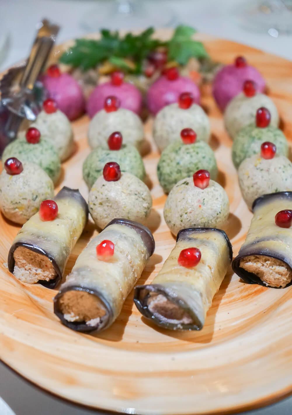 Mindal Café, St. Petersburg - gefüllte Auberginen mit Walnusspaste und mehr
