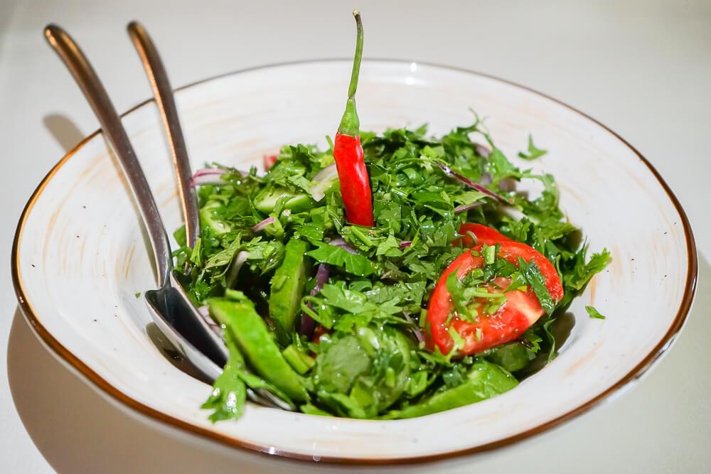 Mindal Café, St. Petersburg - scharfer georgischer Salat