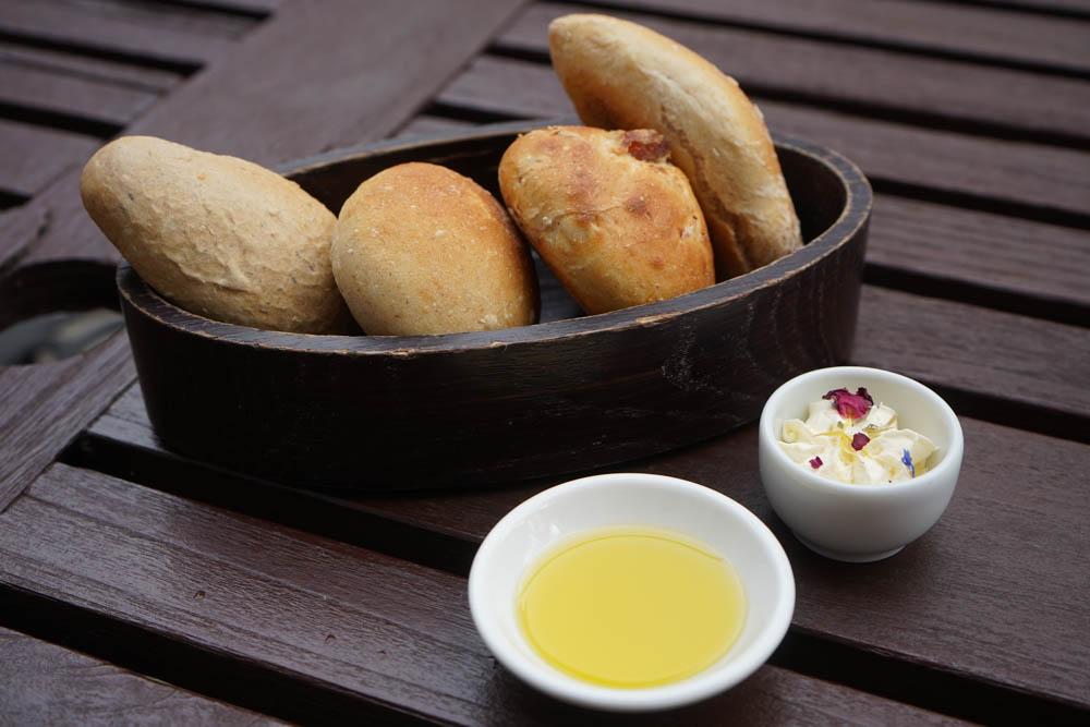 Restaurant Florhof, Zürich - Butter, Brot, Öl, alles vom Besten