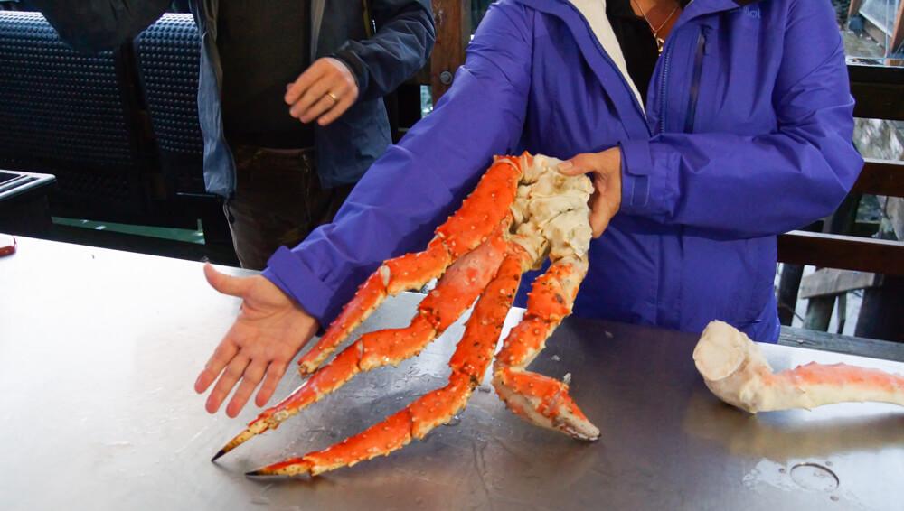 Tracy's King Crab Shack, Juneau - Königskrabbe und Armlänge