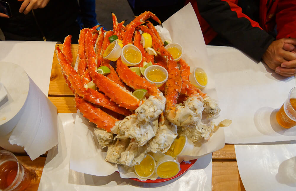 Tracy's King Crab Shack, Juneau - Krabbenbeine mit Zitrone, Butter
