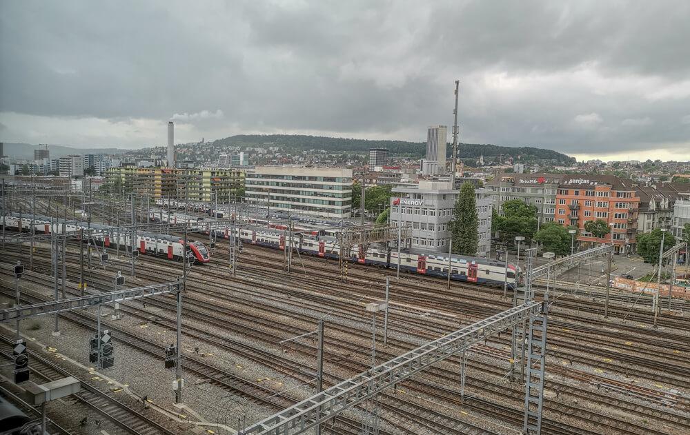 25Hours Hotel Zürich Langstrasse - Blick auf die Bahnschienen