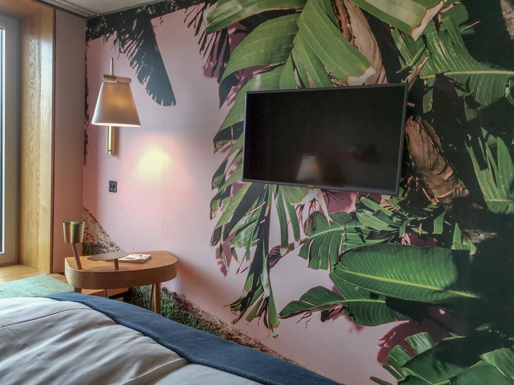 25Hours Hotel Zürich Langstrasse - TV und Tapete