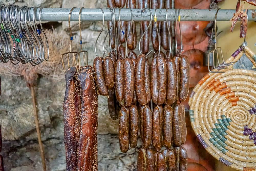 Agros auf Zypern - traditionelle Räucherprodukte - großartige Qualität