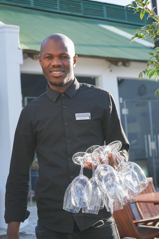 Constantia Glen Weingut, Südafrika - Kellner mit Weingläsern