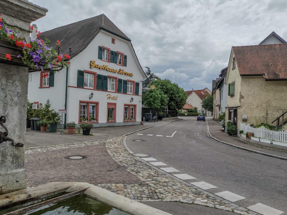 Hotel & Restaurant Krone, Weil am Rhein - Straßenansicht traditioneller Bau