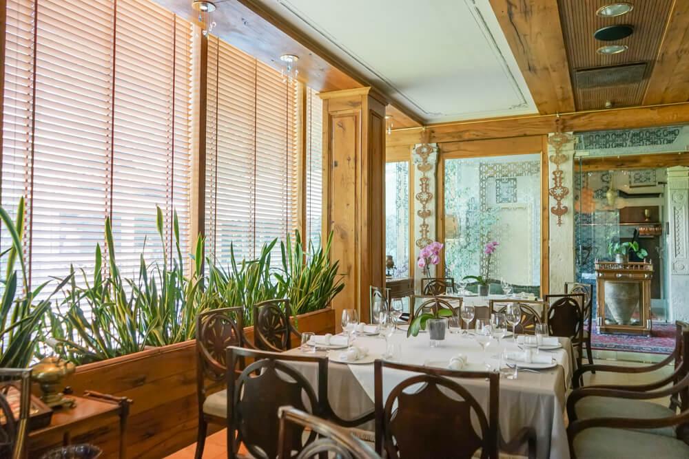 Vinotel Restaurant, Tiflis - Ambiente Innenraum