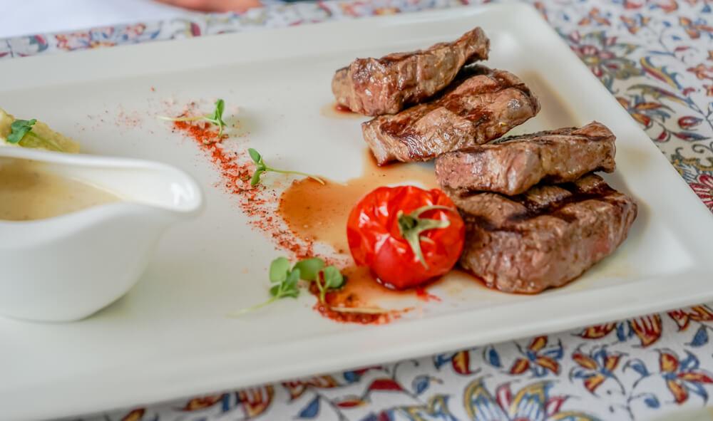 Vinotel Restaurant, Tiflis - Steaks vom Grill