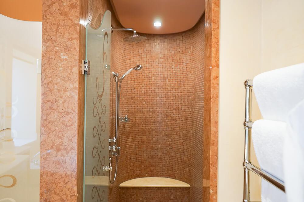 Carlton Hotel St.Moritz - Blick zur Dusche