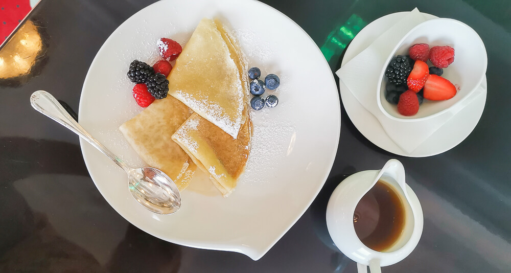 Carlton Hotel St.Moritz - Crepes zum Frühstück