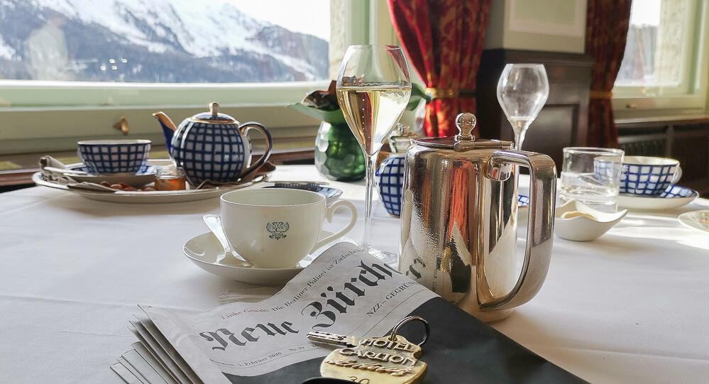 Carlton Hotel St.Moritz - Frühstück mit Bergblick