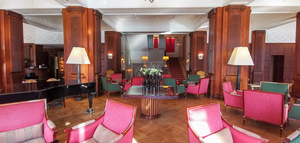 Carlton Hotel St.Moritz - Lobby von der Terrasse aus