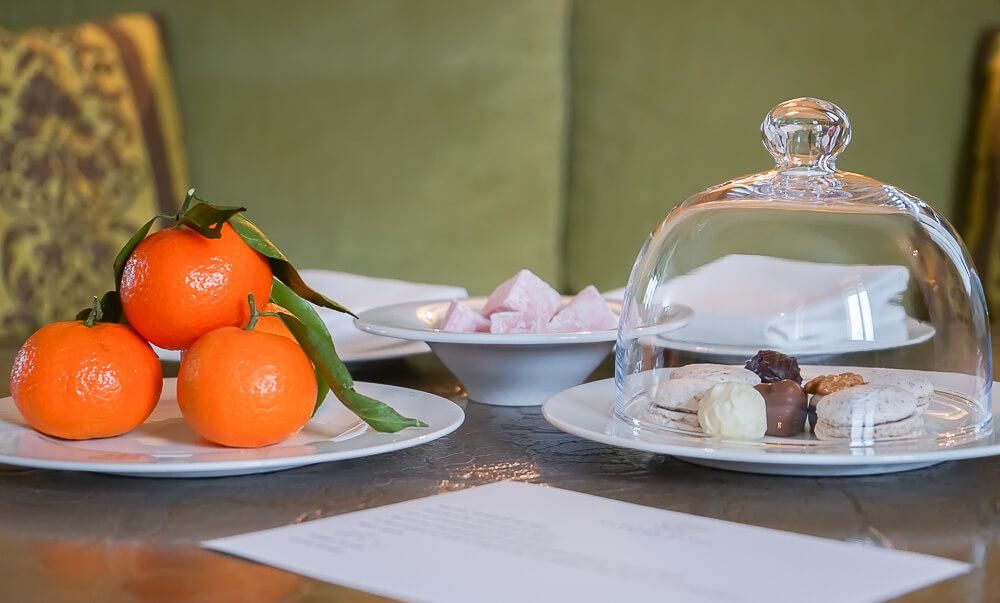 Carlton Hotel St.Moritz - Schokolade und Früchte